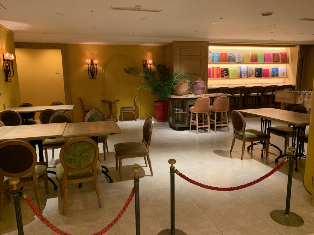 ホテルフランクスのロビー横のホテルレストランのスリービーラウンジ