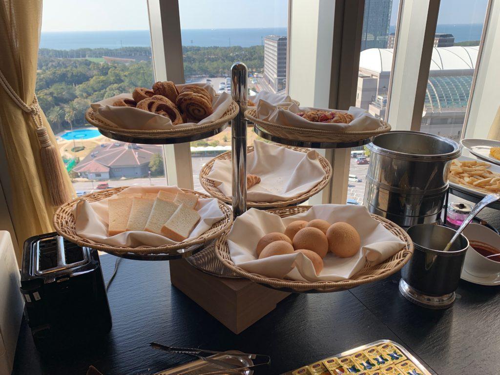 ホテルフランクスの14階の朝食ブッフェ会場のパン
