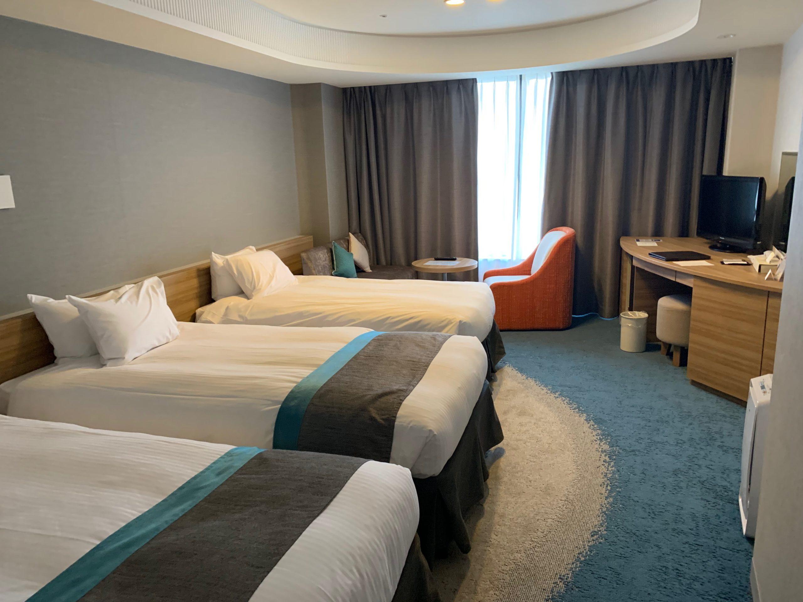 びわ湖大津プリンスホテルのトリプルルームの客室内の様子