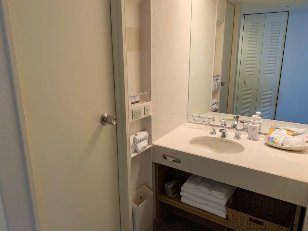 びわ湖大津プリンスホテルのスカイフロアツインルームの洗面台