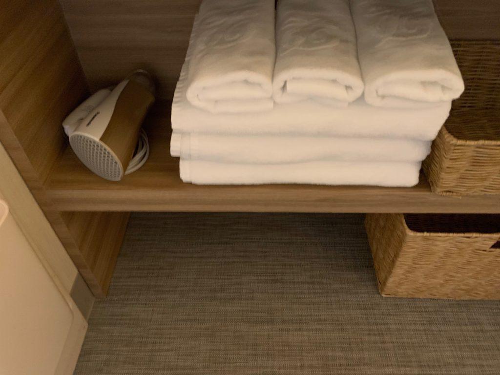 びわ湖大津プリンスホテルのスカイフロアツインルームのタオル類