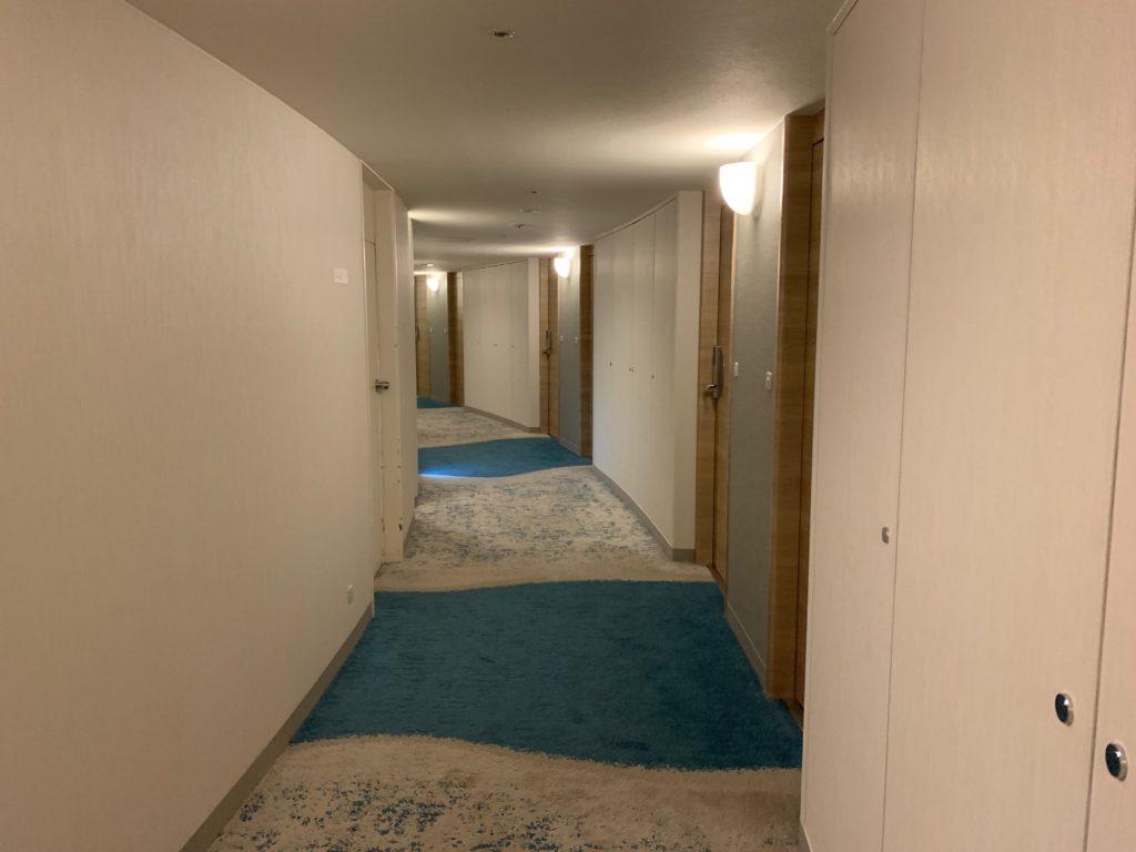 びわ湖大津プリンスホテルの客室フロアの通路