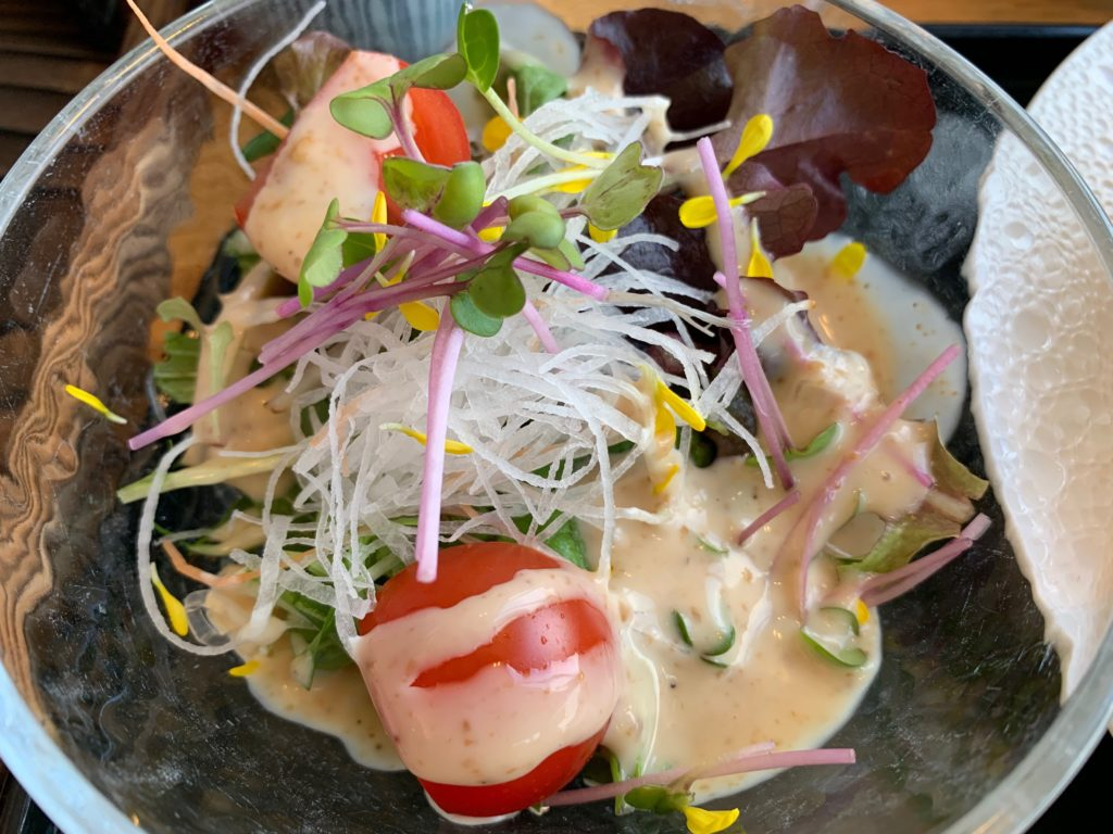 びわ湖大津プリンスホテルのスカイラウンジの『和食 清水』の朝食の県内産野菜のサラダ