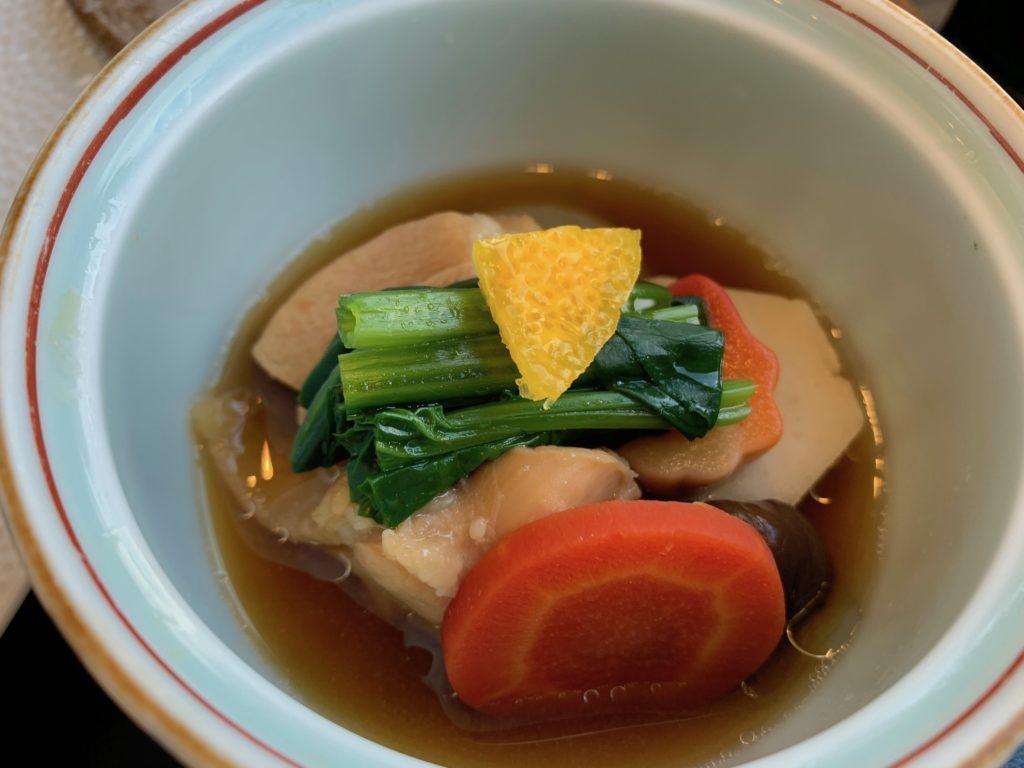 びわ湖大津プリンスホテルのスカイラウンジの『和食 清水』の朝食の近江黒鶏すき煮