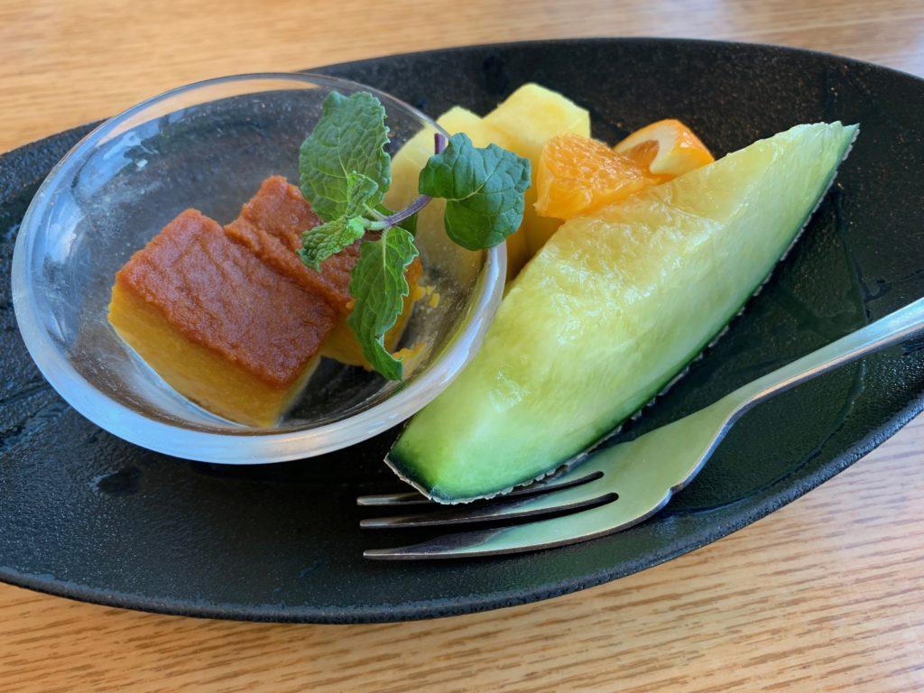 びわ湖大津プリンスホテルのスカイラウンジの『和食 清水』の朝食の水物(果物)