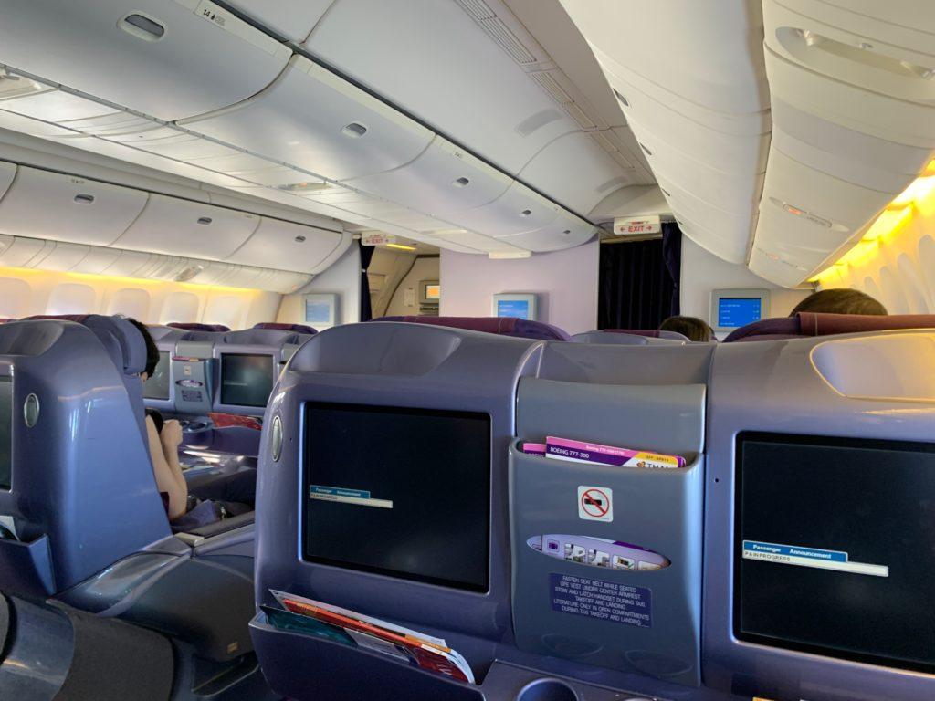 タイ国際航空(BOEING777-300型)のビジネスクラスのキャビン