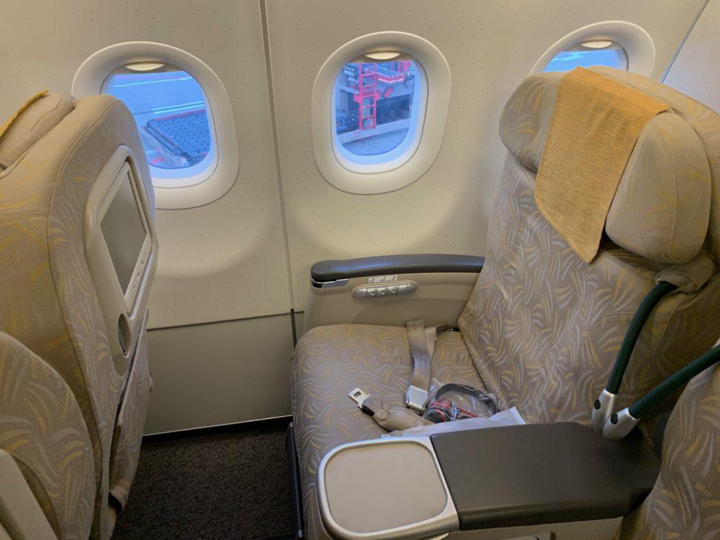 アシアナ航空OZ331(仁川→北京)のビジネスクラス(リクライニング型)の座席