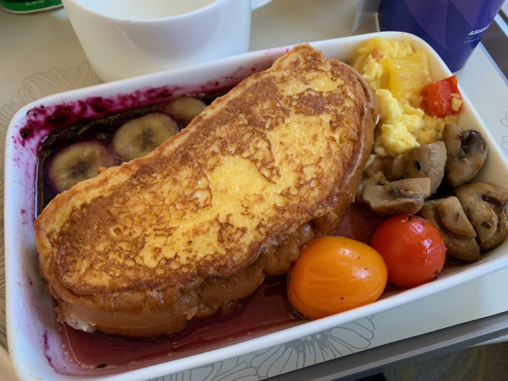 アシアナ航空OZ331(仁川→北京)のビジネスクラスの機内食(朝ごはん)のハニートースト