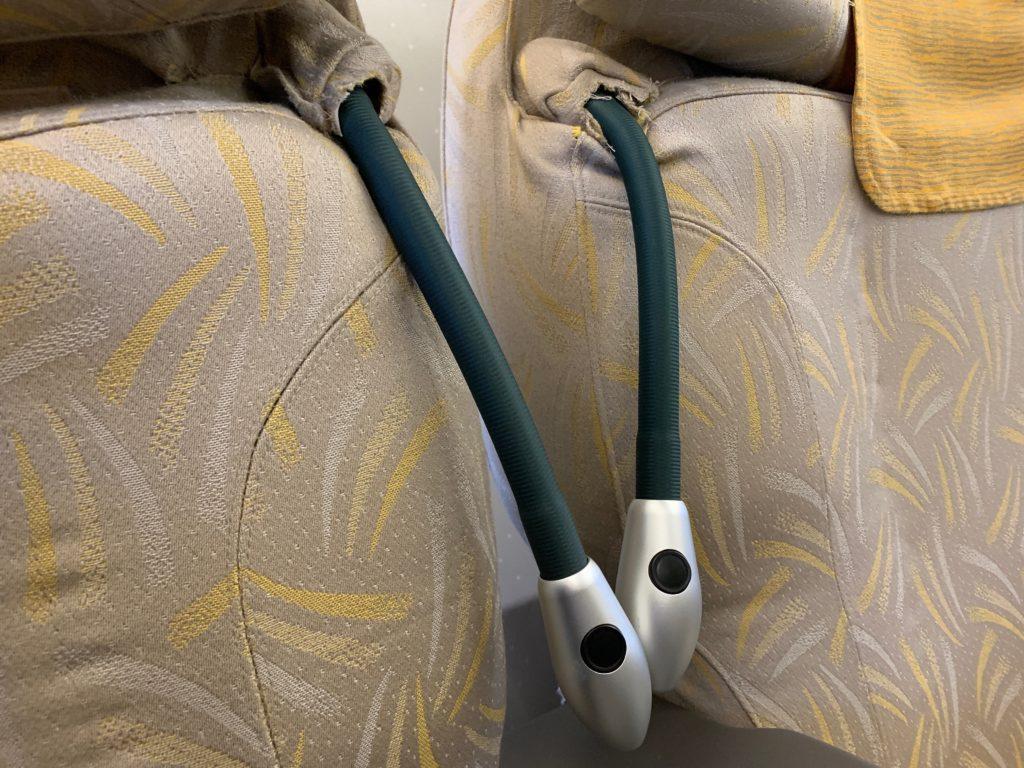 アシアナ航空OZ331(仁川→北京)のビジネスクラス(リクライニング型)の座席の読書灯
