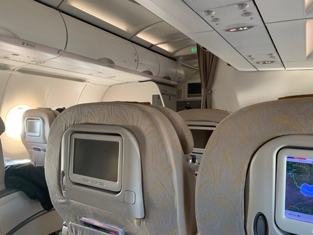 アシアナ航空OZ331(仁川→北京)のビジネスクラスのキャビン