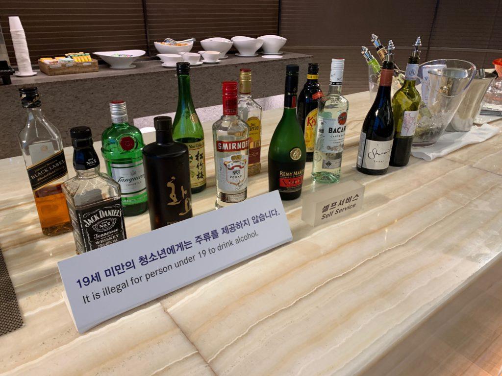 アシアナ航空『ビジネスラウンジ』のフードエリアのアルコールエリア