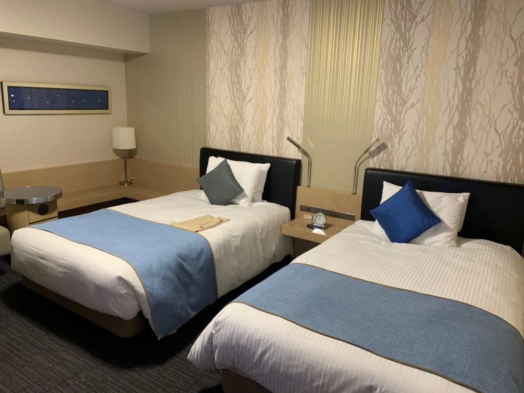 リッチモンドホテルプレミア武蔵小杉のモデレートツインルームの室内のベット