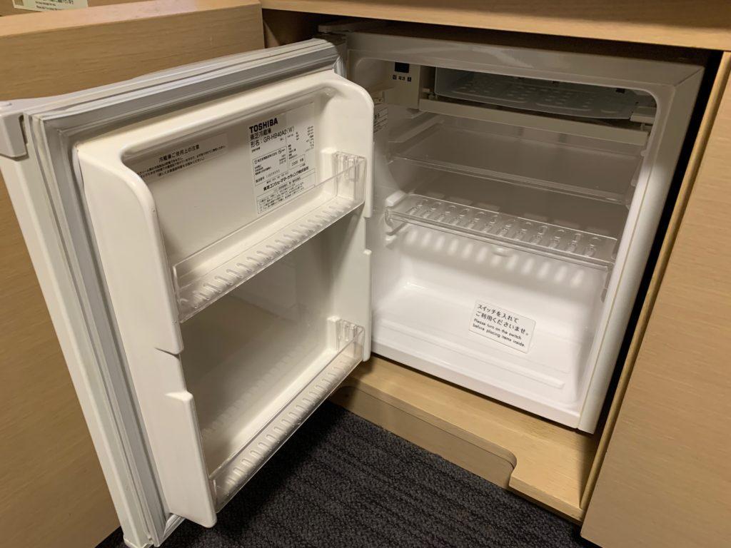 リッチモンドホテルプレミア武蔵小杉のモデレートツインルームの冷蔵庫