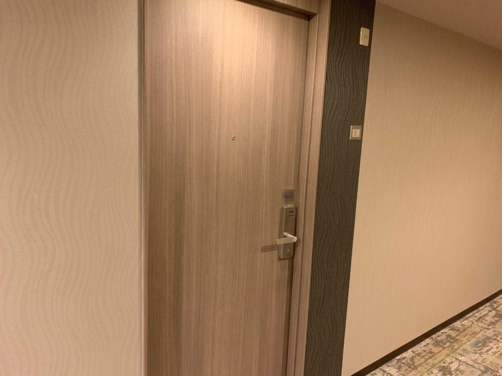 リッチモンドホテルプレミア武蔵小杉のモデレートツインルームの客室入り口