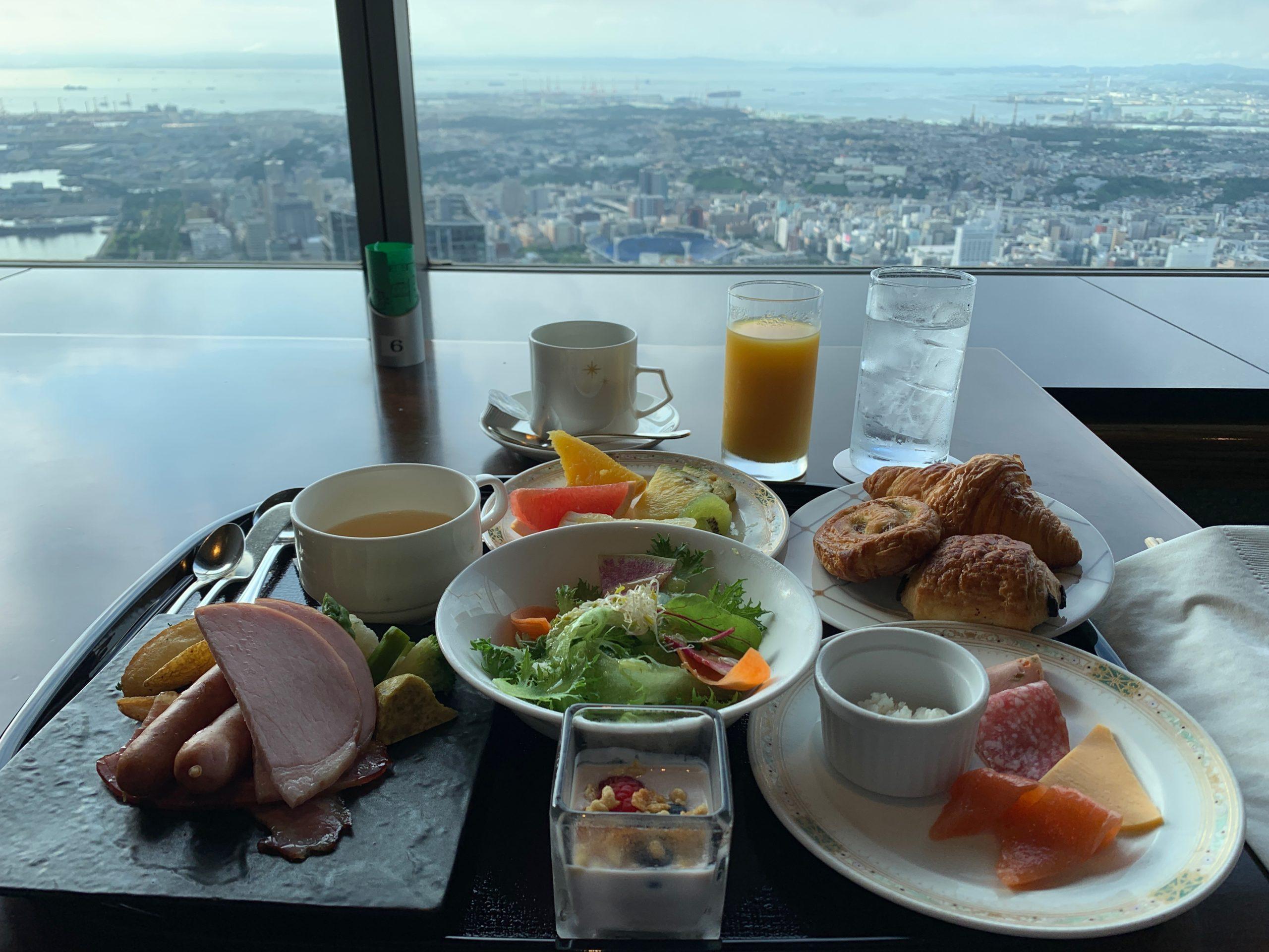 横浜ロイヤルパークホテルの70階スカイラウンジでの朝食