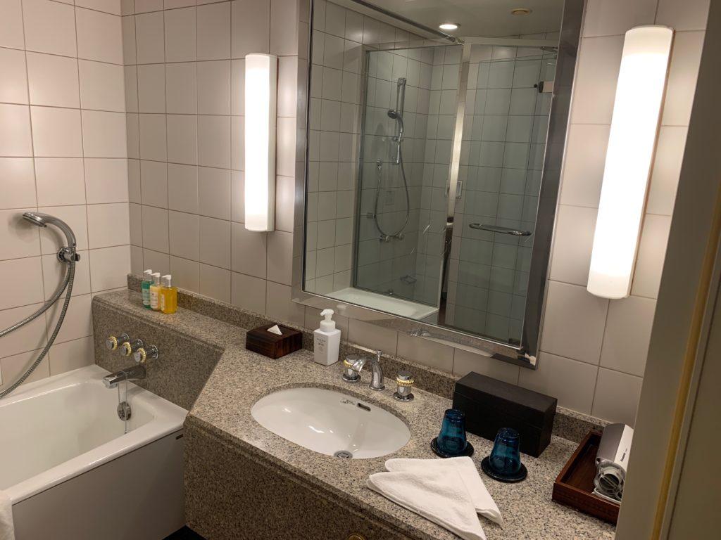 横浜ロイヤルパークホテルの55階のデラックスツインルームの洗面台