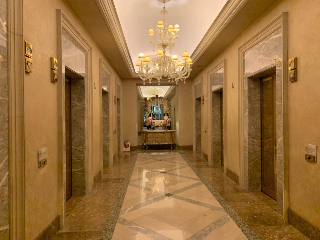 横浜ロイヤルパークホテルのエレベーターホール