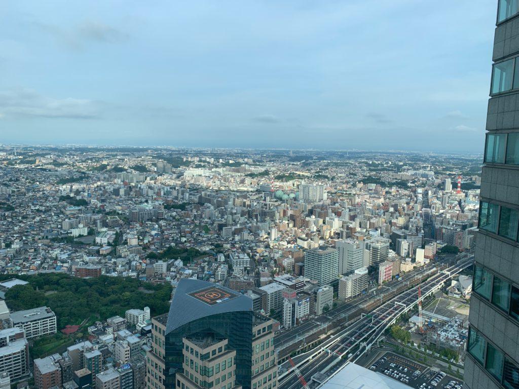 横浜ロイヤルパークホテルの55階のデラックスツインルームの窓からの景色