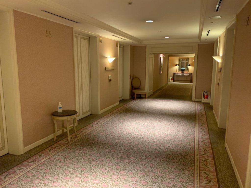 横浜ロイヤルパークホテルの宿泊フロアのエレベーターホール