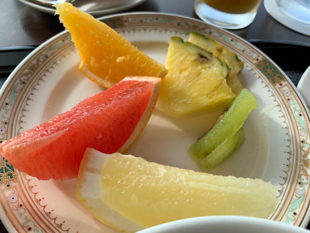 横浜ロイヤルパークホテルの70階スカイラウンジ・シリウスの洋朝食で提供されるフルーツ