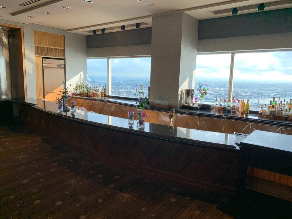 横浜ロイヤルパークホテルの70階スカイラウンジ・シリウスのバーカウンタ