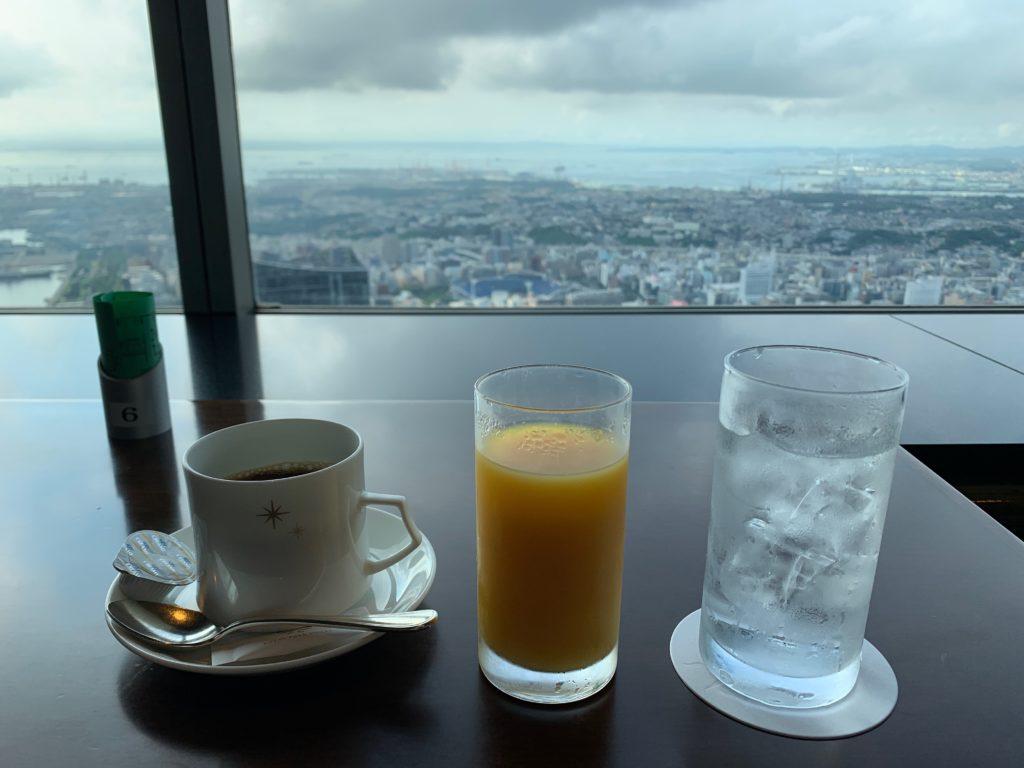 横浜ロイヤルパークホテルの70階スカイラウンジ・シリウスの朝食で提供されるドリンク