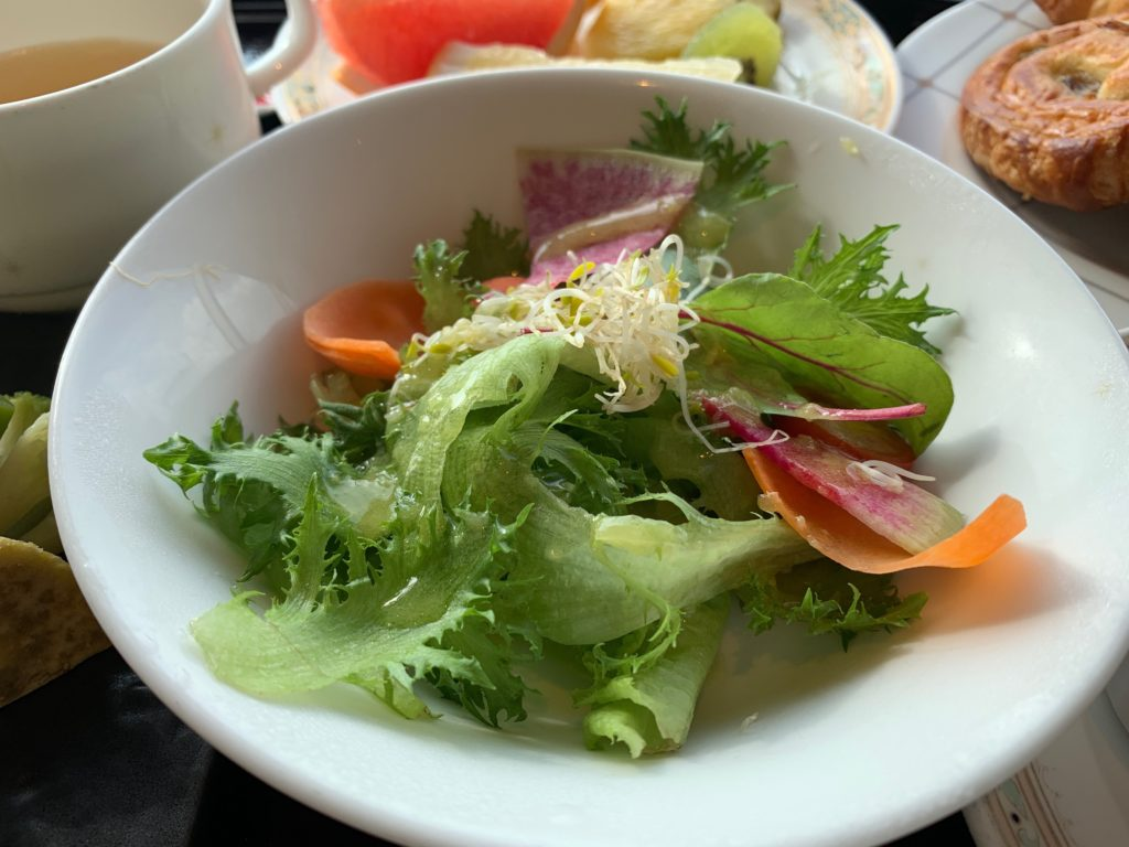 横浜ロイヤルパークホテルの70階スカイラウンジ・シリウスの洋朝食で提供されるサラダ