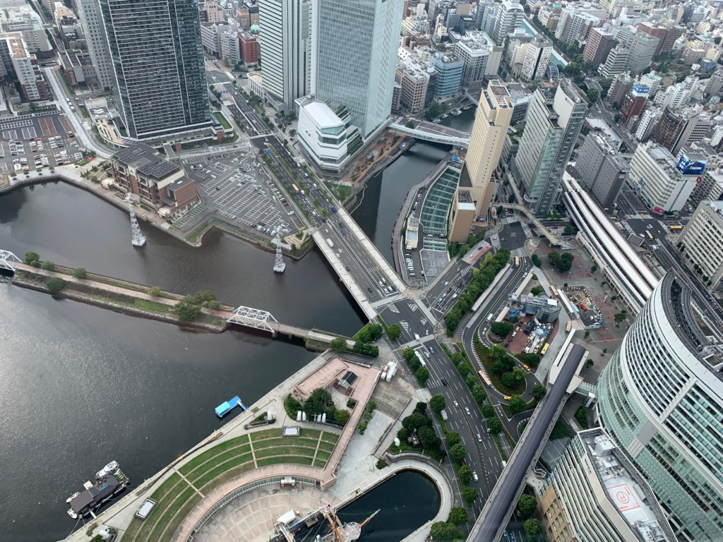 横浜ロイヤルパークホテルの70階スカイラウンジ・シリウスから眺めるみなとみらいエリア