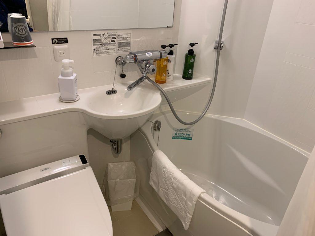 アパホテル&リゾート 横浜ベイタワーの客室のバスルーム