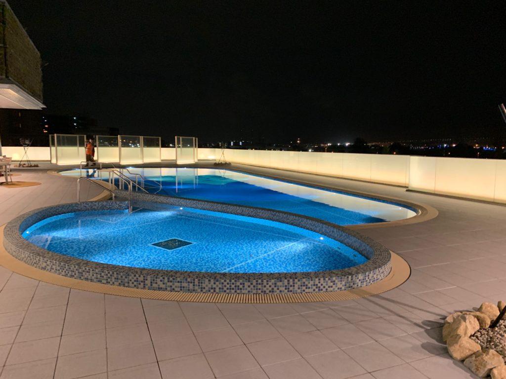 アパホテル&リゾート 横浜ベイタワーの屋外プール