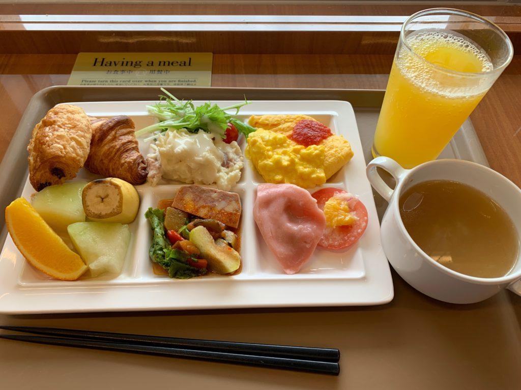 アパホテル&リゾート 横浜ベイタワーのレストラン ラ・ベランダで食べる朝食