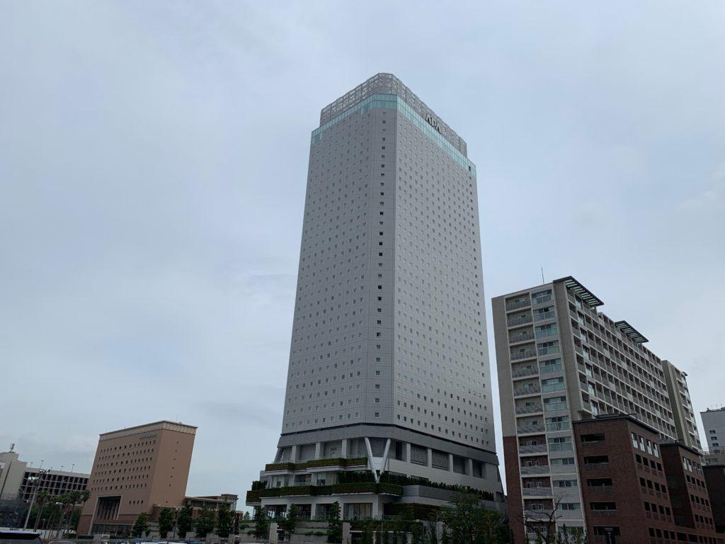 アパホテル&リゾート 横浜ベイタワーの外観