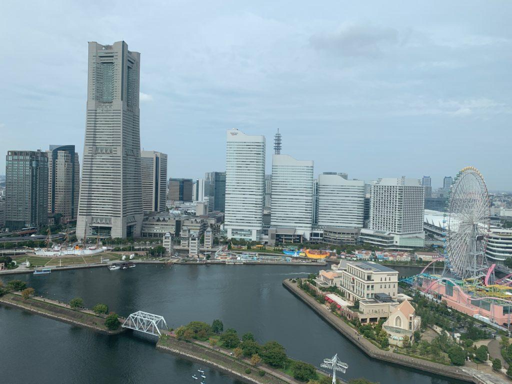 アパホテル&リゾート 横浜ベイタワーの客室からの横浜みなとみらいの眺望