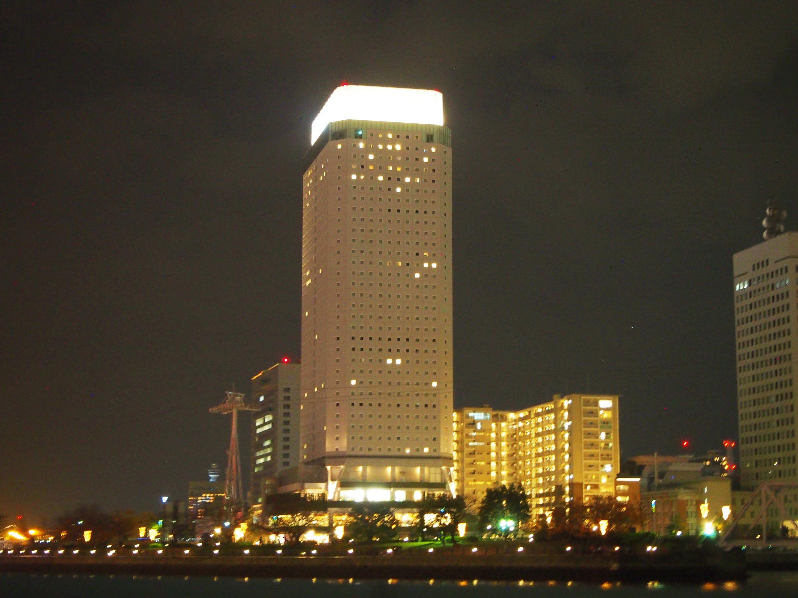 アパホテル&リゾート横浜ベイタワーの外観