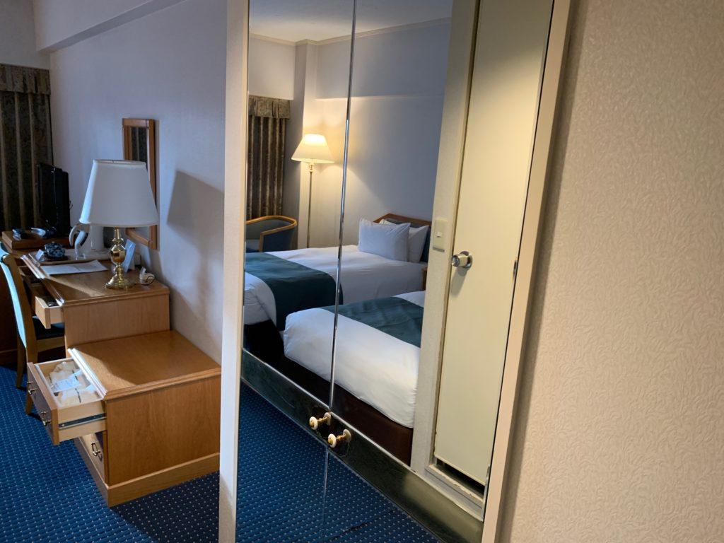 ホテルニューオータニ鳥取のツインルームのクローゼット