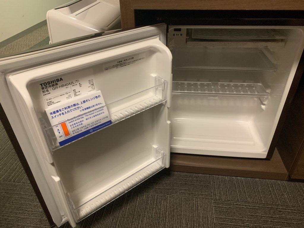 ダイワロイネットホテル横浜関内のビジネスルームの冷蔵庫