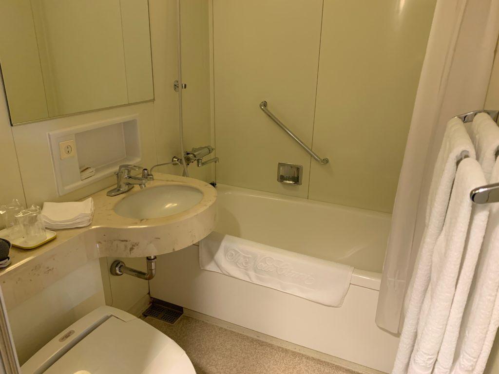 ホテルニューオータニ鳥取のツインルームのバスルーム