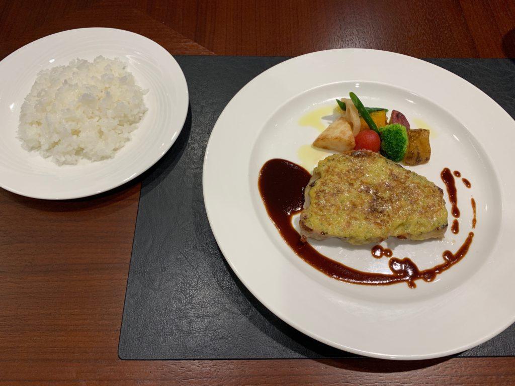 ホテルニューオータニ鳥取の最上階13階のレストラン「グリルベルビュー」のディナー