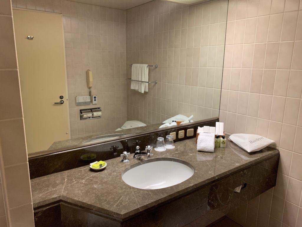 ヨコハマ グランド インターコンチネンタル ホテルのデラックスツインルームのバスルームの洗面台