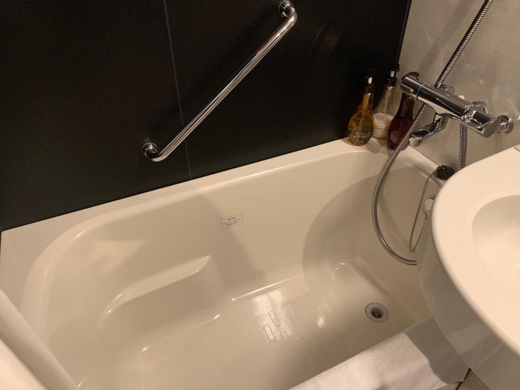 銀座  露天の湯  日和ホテル東京銀座EASTのバスルームにあるバスタブ