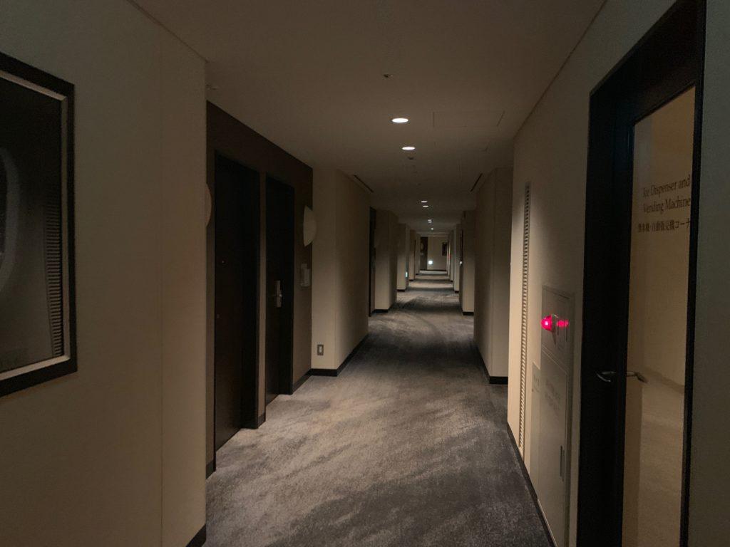 ザ ロイヤルパークホテル アイコニック 東京汐留の宿泊フロアの通路