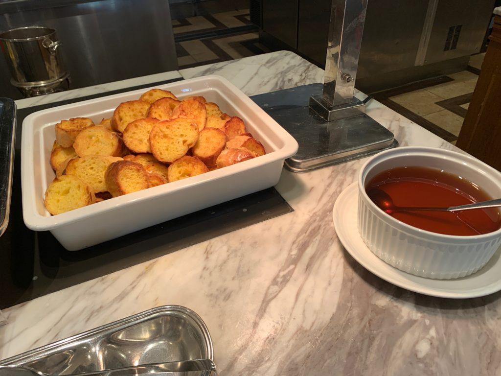ヨコハマ グランド インターコンチネンタル ホテルの朝食レストラン「オーシャンテラス」のハニートースト