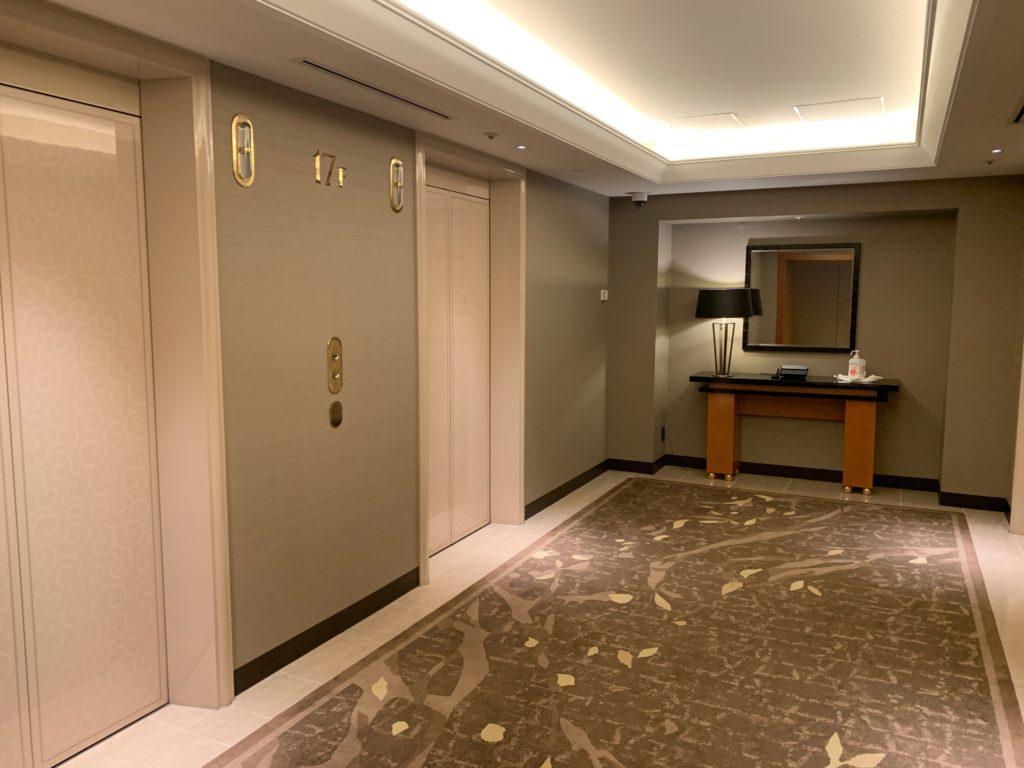横浜ベイシェラトンホテル&タワーズの宿泊フロアのエレベーターホール