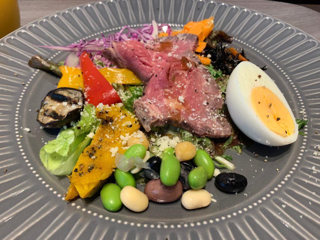 銀座  露天の湯  日和ホテル東京銀座EASTのレストラン 杏の朝食(サラダボール)