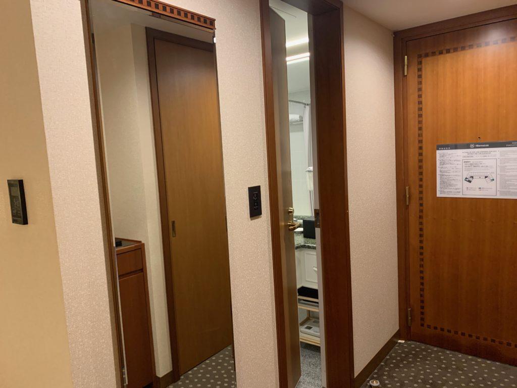 横浜ベイシェラトンホテル&タワーズのスタンダードダブルルームのバスルーム