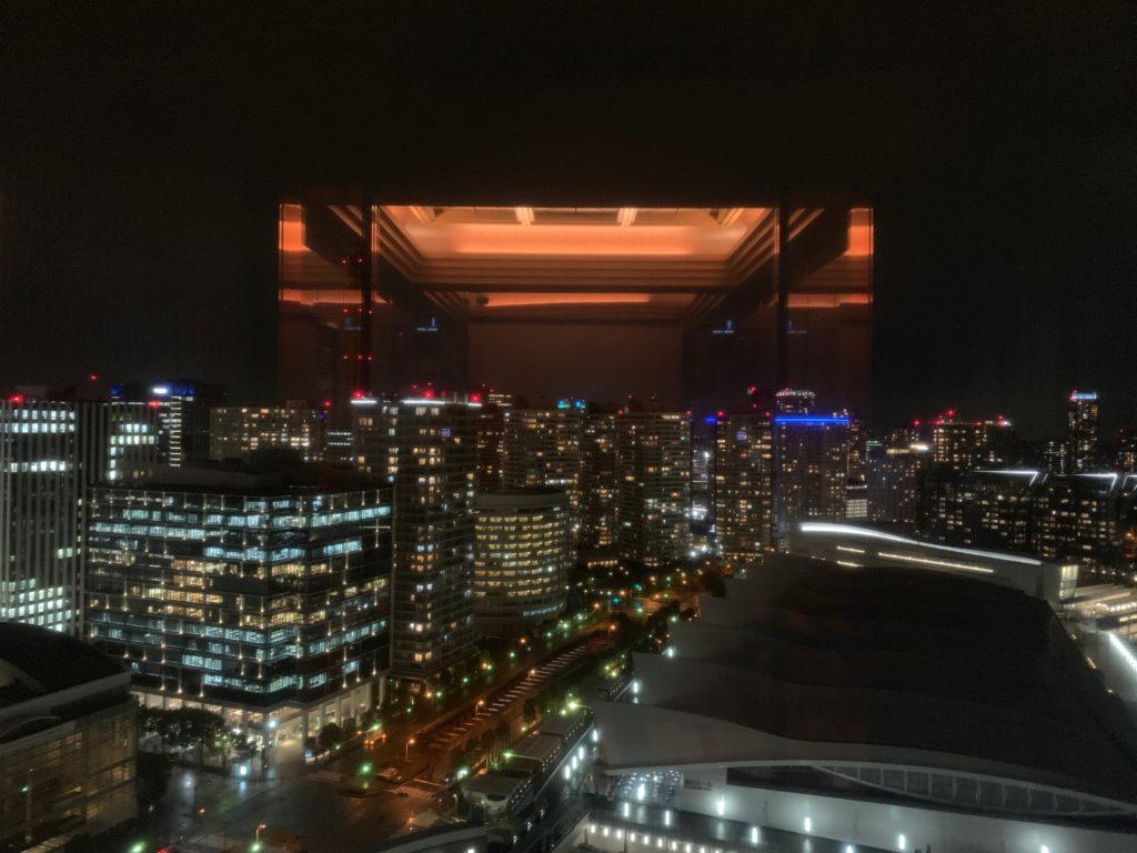 ヨコハマ グランド インターコンチネンタル ホテルのエレベーターからみた夜景