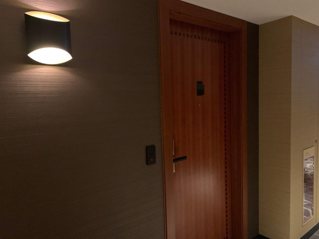 横浜ベイシェラトンホテル&タワーズの客室前ドア
