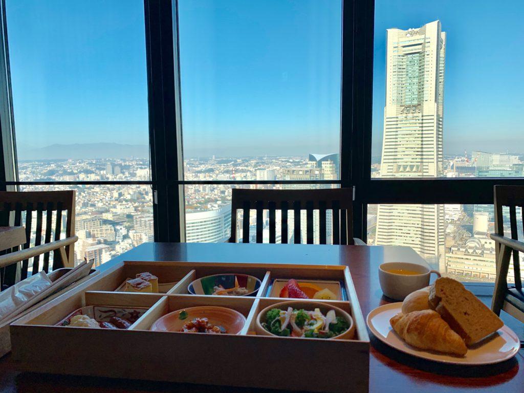 オークウッドスイーツ横浜の46階のレストラン「THE YOKOHAMA BAY」の洋朝食