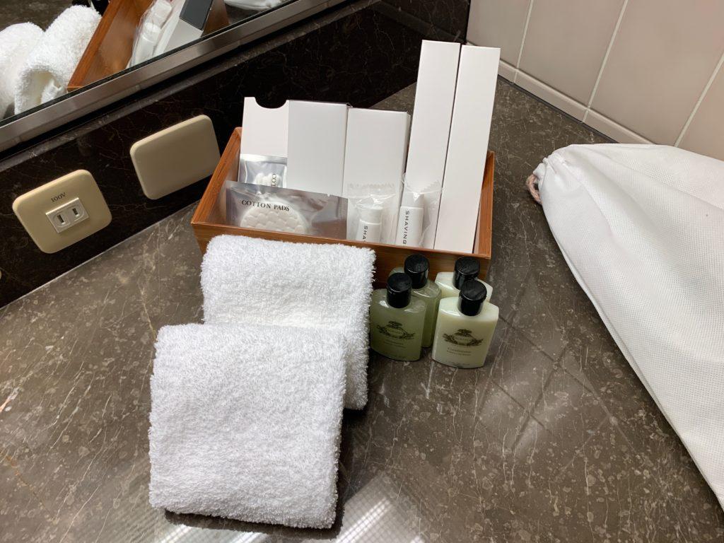 ヨコハマ グランド インターコンチネンタル ホテルのデラックスツインルームのドバスルームのバスアメニティ