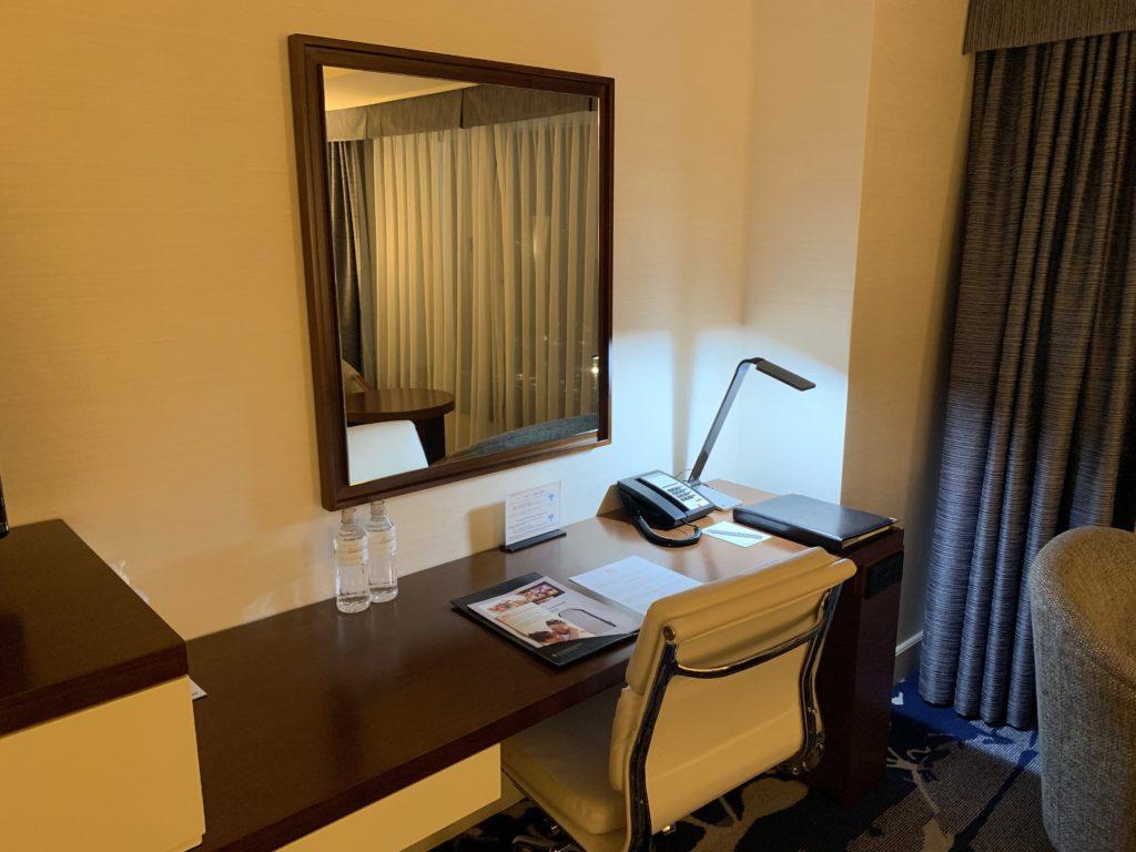ヨコハマ グランド インターコンチネンタル ホテルのデラックスツインルームのデスクスペース